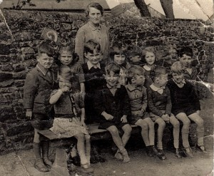 Gt Brickhill shool class photo from the 1930's